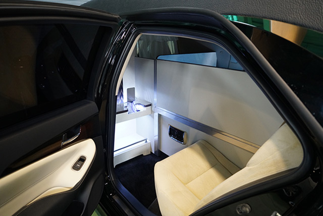 ゆとりある後部座席幅の確保